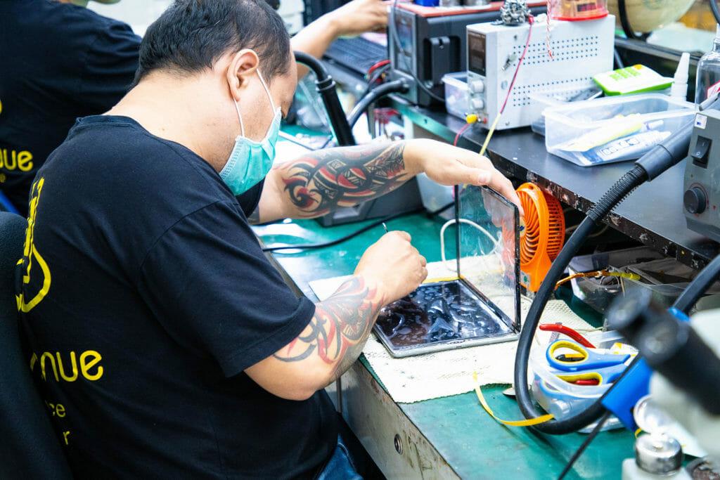 ซ่อมมือถือ แถว ตึกแกรมมี่ อโศก ร้านไหนดี มีบริการรับประกันการซ่อม