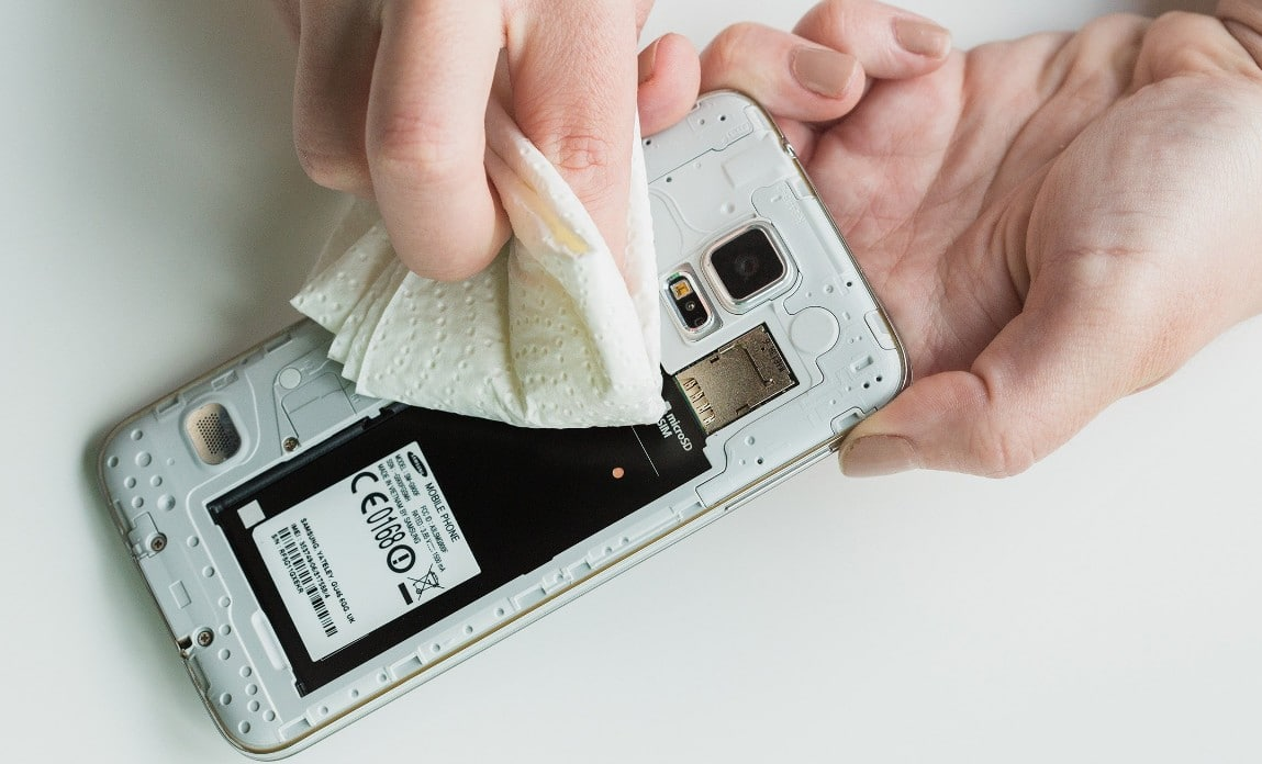 Huawei P30 Pro (หัวเว่ย P30 Pro) ตกน้ำ เครื่องดับสนิท ส่งซ่อมมือถือร้านไหนดี ราคาไม่แพง