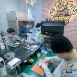 ซ่อมมือถือแถว ตลาดนัดรถไฟ ร้านไหนดี มั่นใจด้วยอะไหล่คุณภาพ 🥇 ศูนย์ซ่อม โทรศัพท์มือถือ มือถือทุกรุ่น ทุกยี่ห้อ iPhone | Apple | Samsung | Huawei