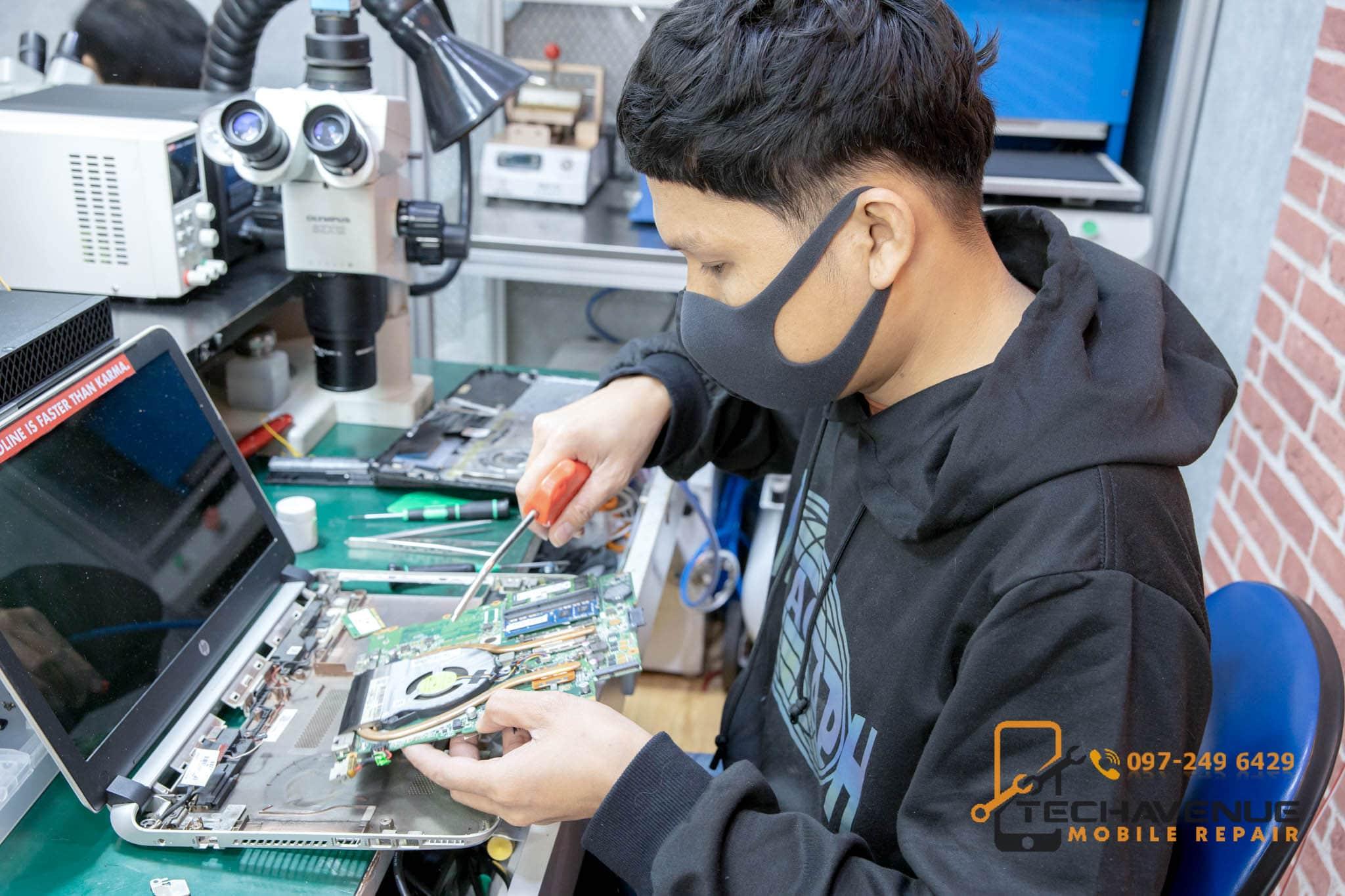 เครื่อง Huawei (หัวเหว่ย) Mate 30 Pro ตกน้ำ ส่งมือถือซ่อม ร้านไหนดี